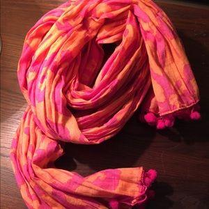 Cotton scarf with pompom trim